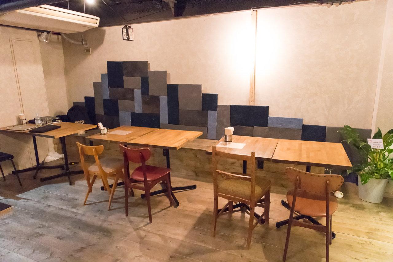 Ten-to-Tenカフェ・バー奥の席