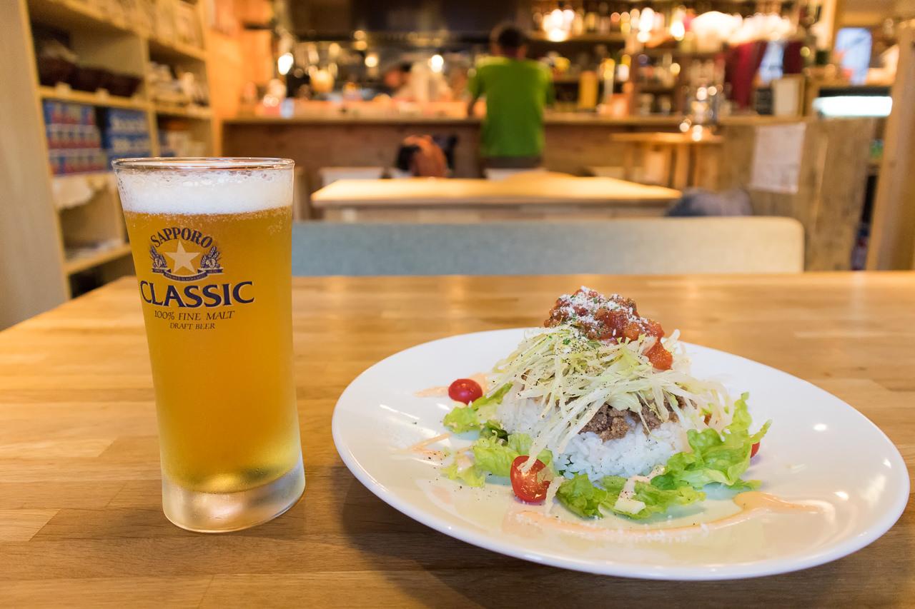 The Stay Sapporoレストランのタコライスとビール