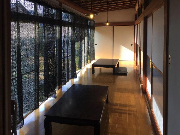 古民家ゲストハウス&カフェ「臼杵家」の縁側