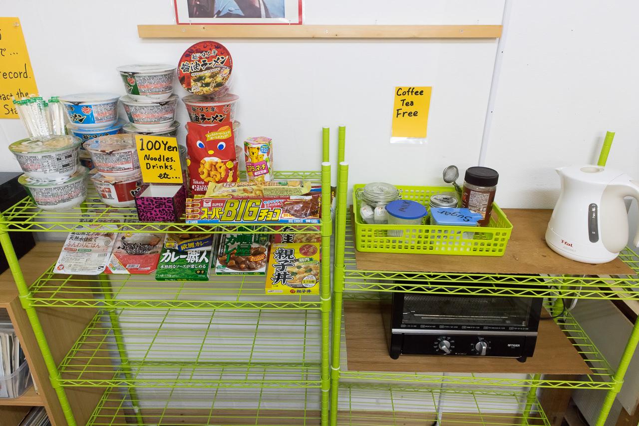 函館山ゲストハウス フリードリンクと食べ物販売