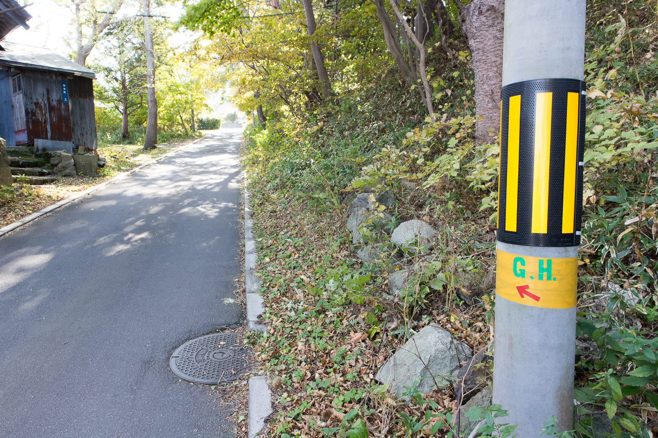 函館山ゲストハウスの行き方・電柱の案内