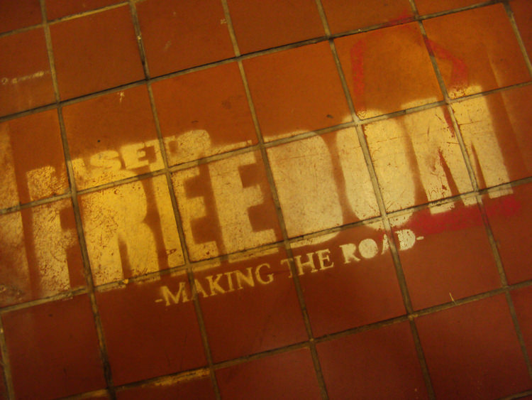 FREEDOM2の看板