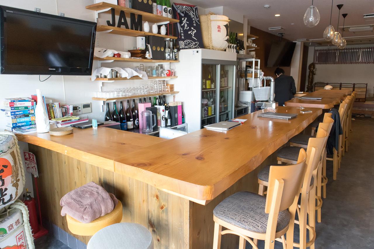 JAM ホステル 京都祇園・1階日本酒バーカウンター