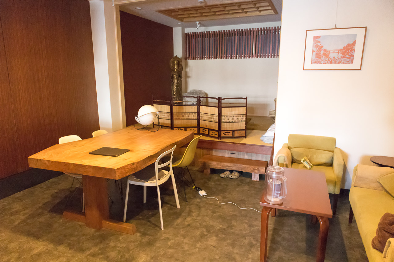 JAM ホステル 京都祇園・1階日本酒バーカウンター奥