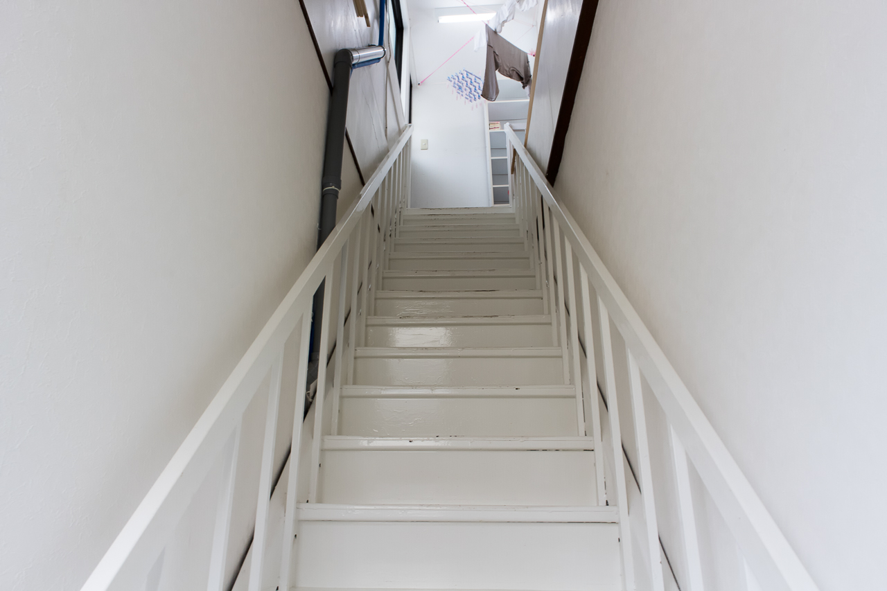 神戸三宮R2ホステル・屋上への階段
