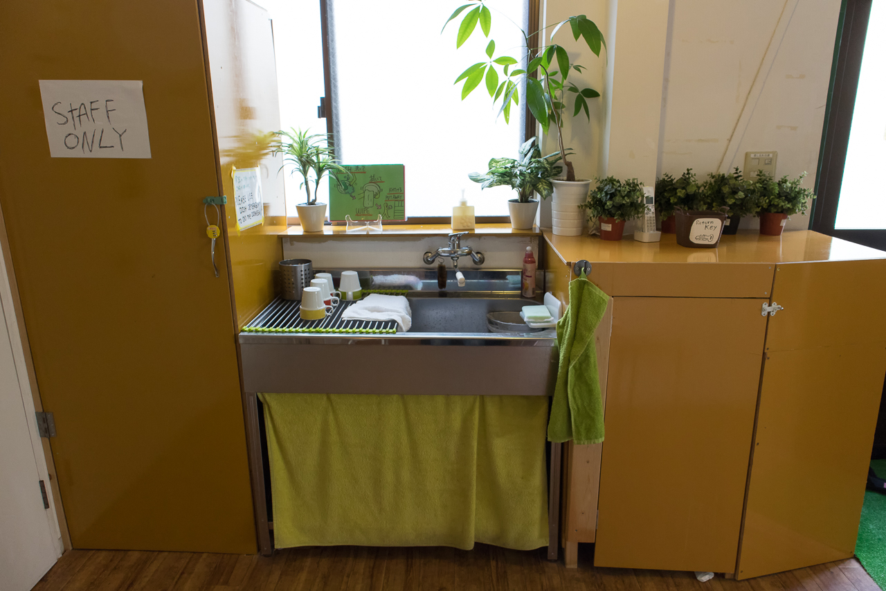 神戸三宮R2ホステル・フリーキッチンの洗い場