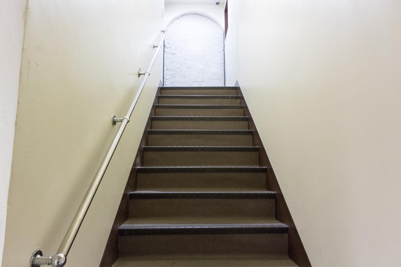 Tokyo-House-Inn・階段