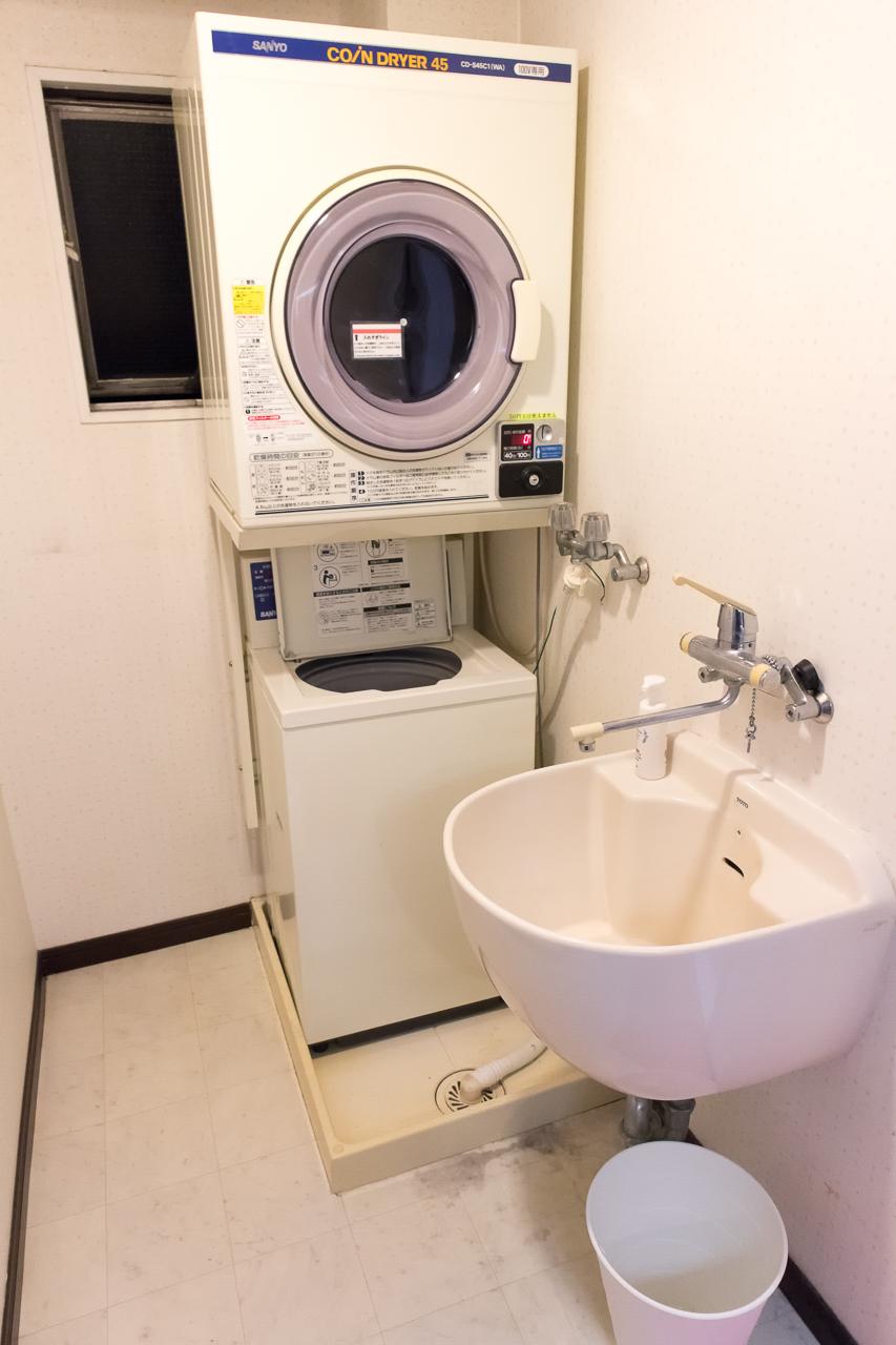 Tokyo-House-Inn・浴室の洗濯機と乾燥機