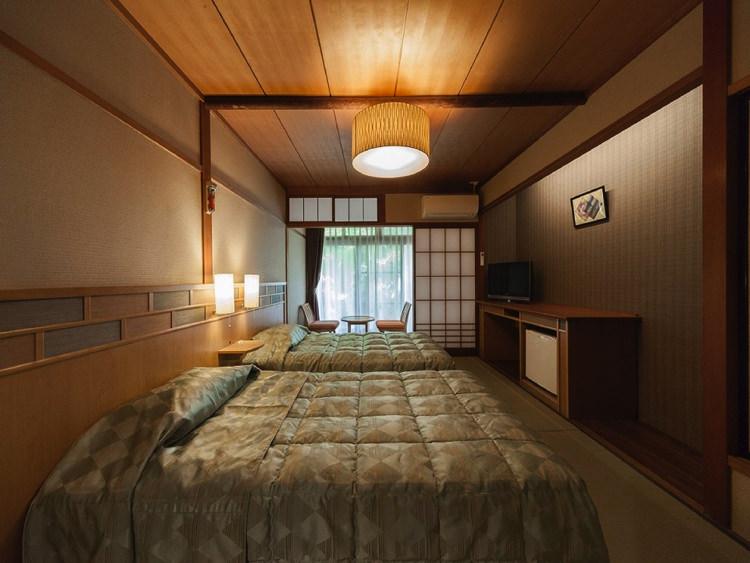 温泉ゲストハウス翠鳩の巣の和室ベッド