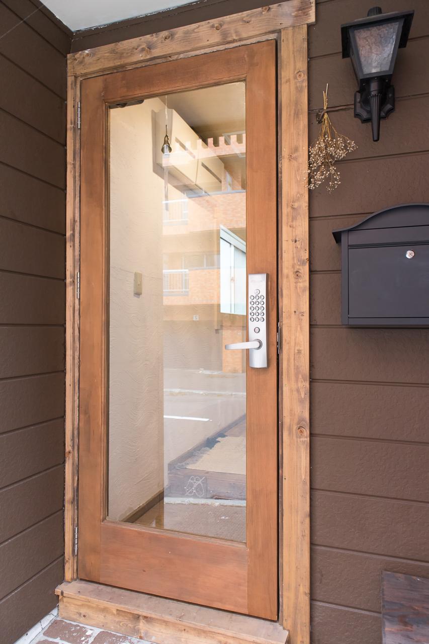 ゲストハウスyuyu入口のドア
