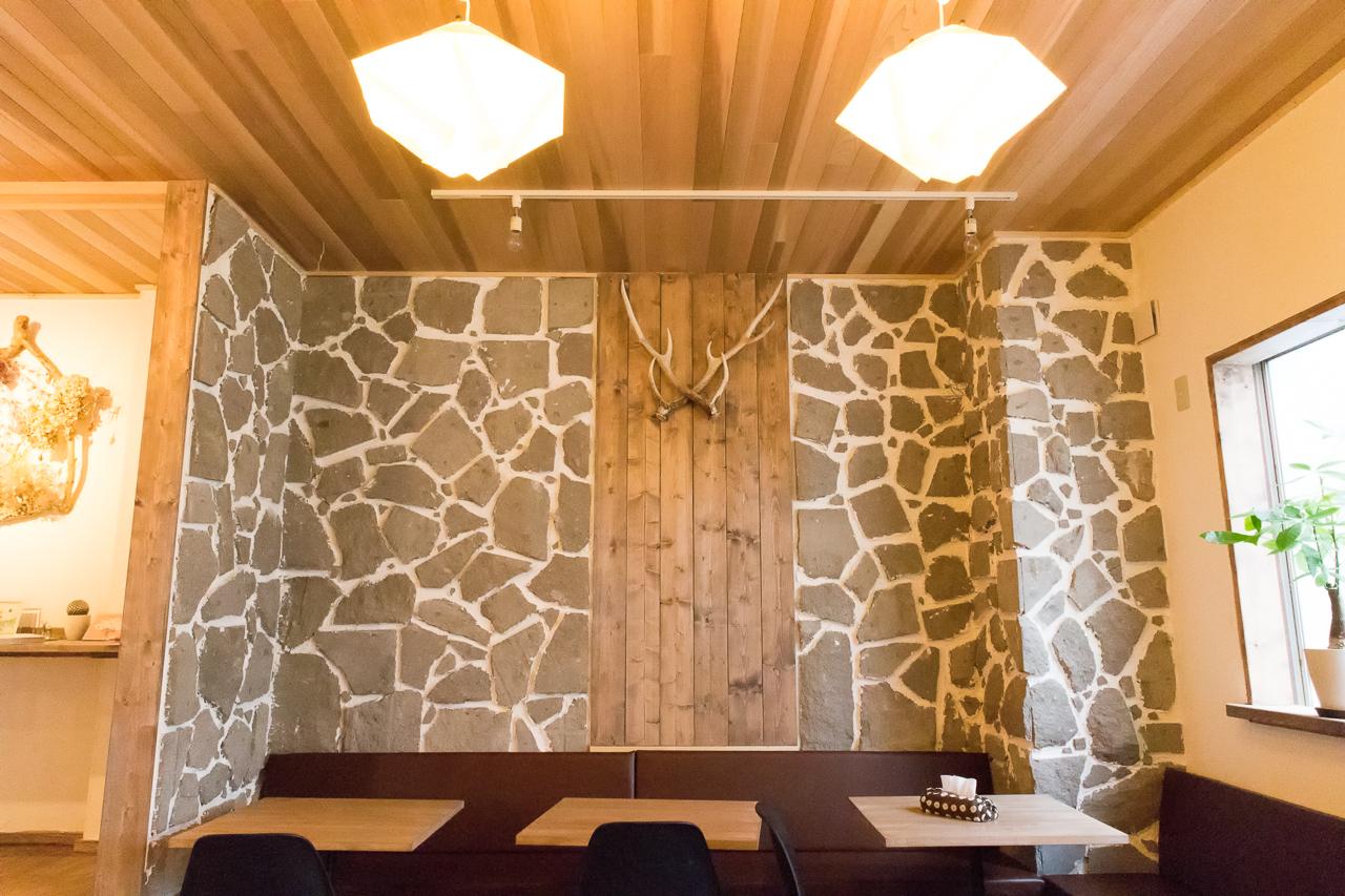 ゲストハウスyuyu・リビングルームの壁