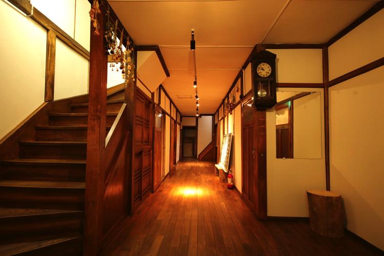 釧路ゲストハウスコケコッコーの廊下