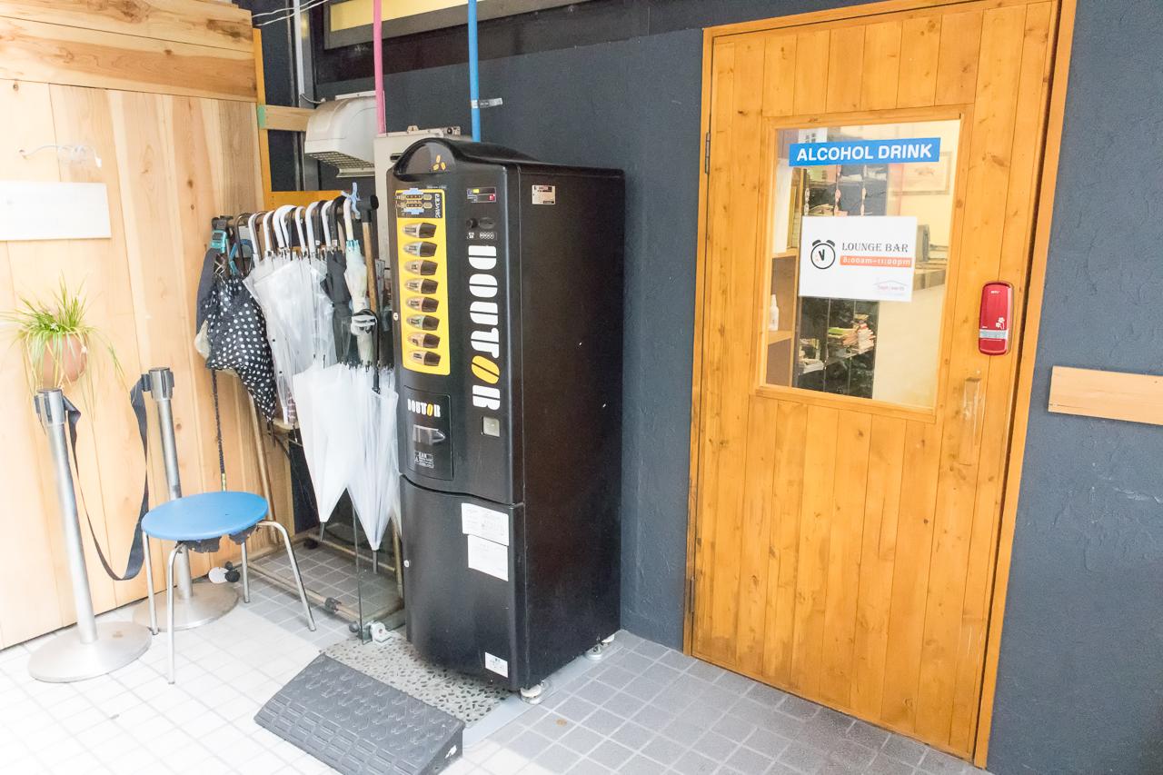 Internal Sophiearth III Hostelラウンジバー入口
