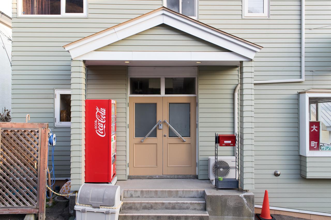 谷地頭ゲストハウスの玄関