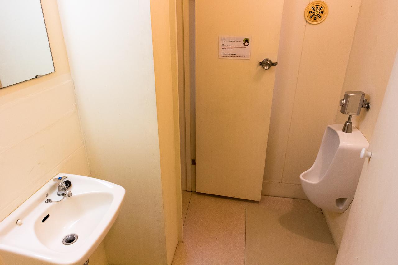 やどやゲストハウス グリーン・男性用トイレ