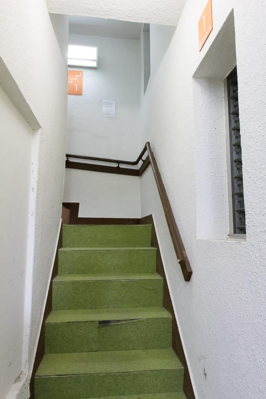 やどやゲストハウス オレンジの階段