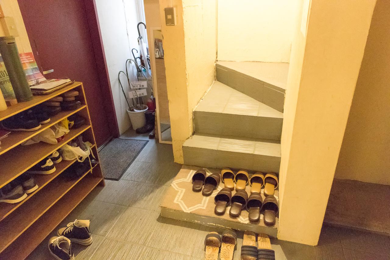 Zabutton hostel1階靴シューズボックスと勝手口
