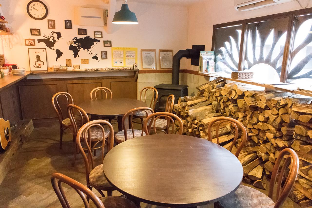 札幌ゲストハウスwaya(ワヤ)1階バーラウンジの様子