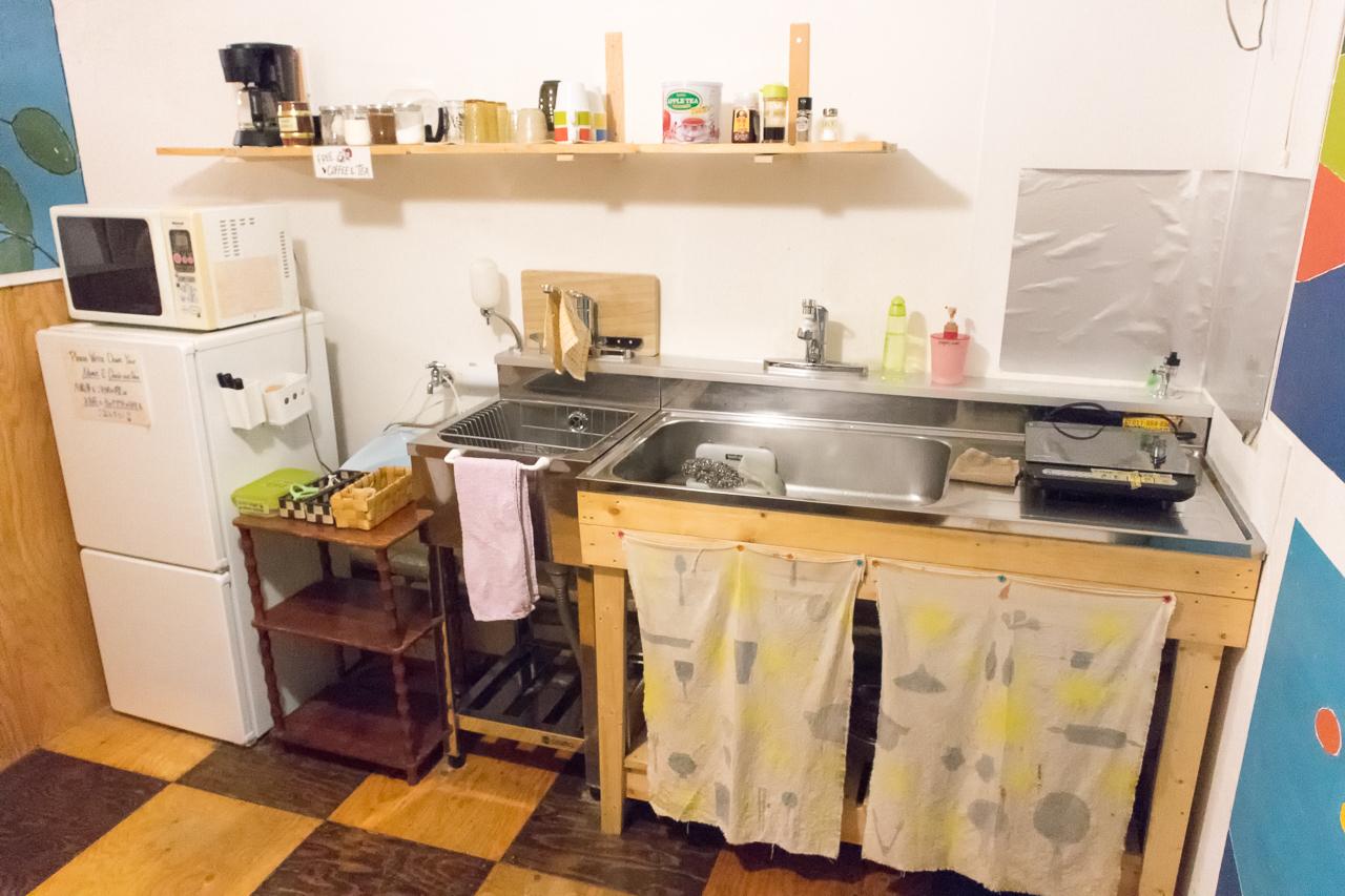 札幌ゲストハウスwaya(ワヤ)共有キッチンの様子
