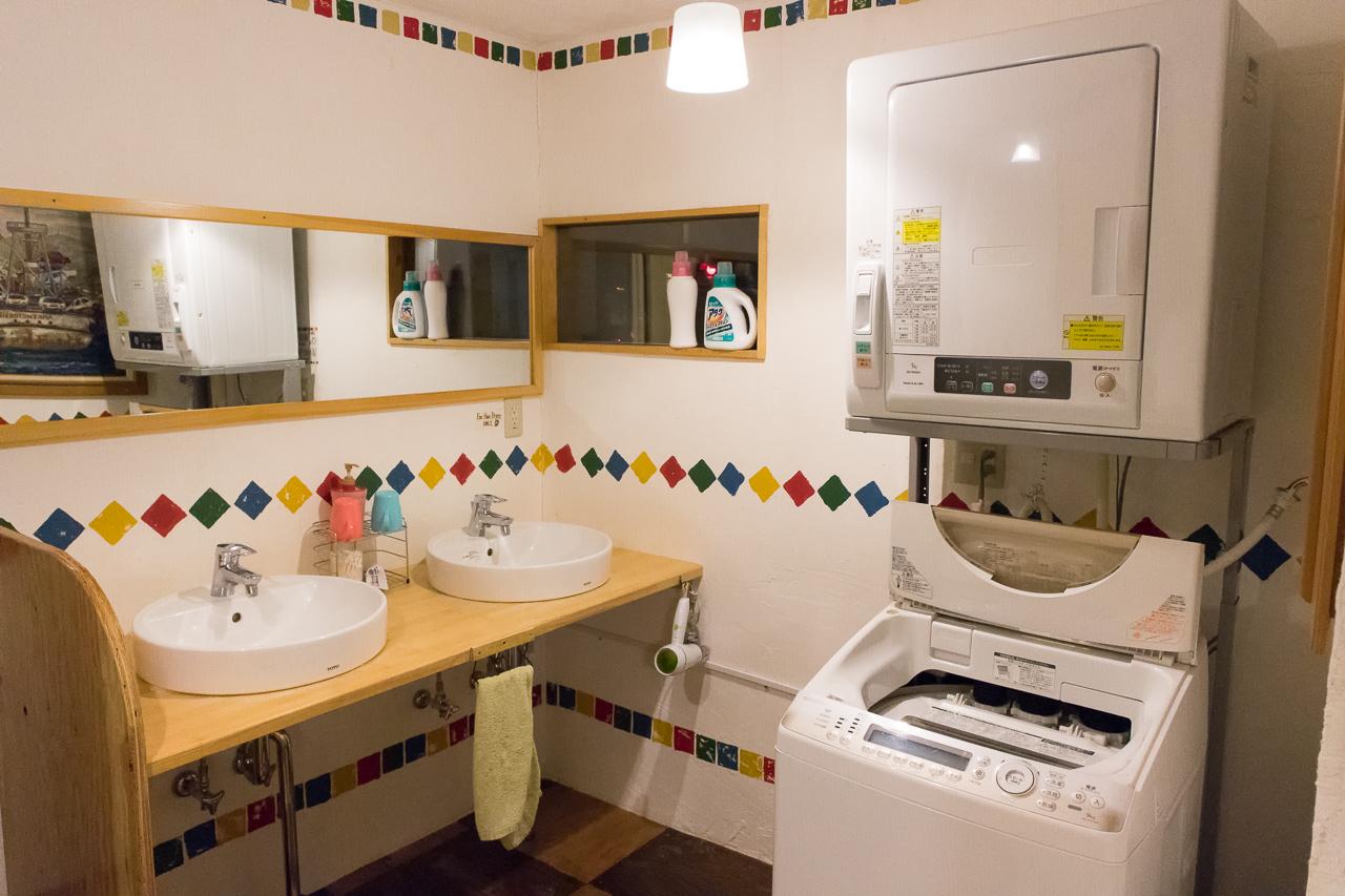 札幌ゲストハウスwaya(ワヤ)洗面所と洗濯機