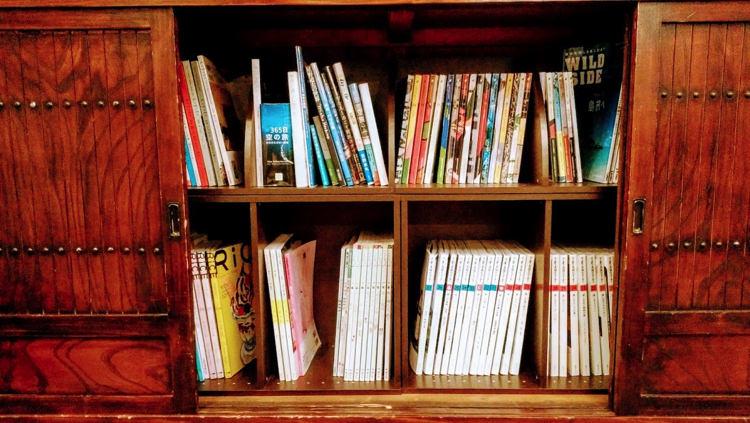 京都ゲストハウスたいの本棚