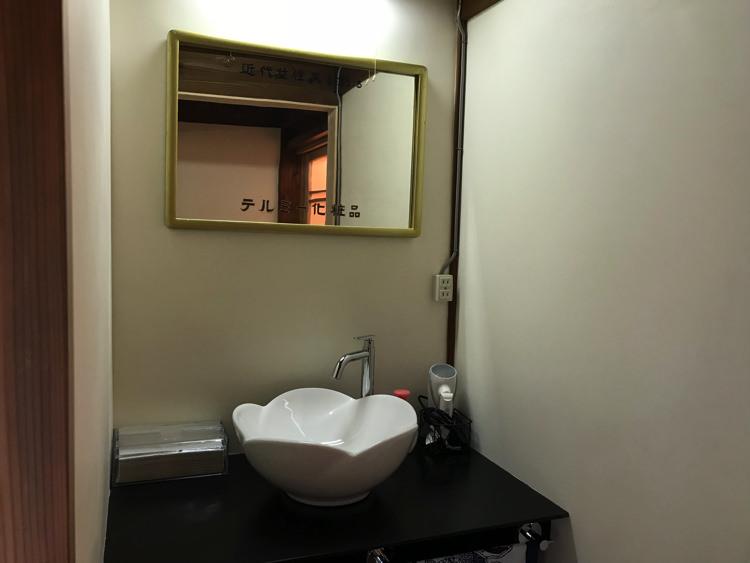 唐津ゲストハウス鳩麦荘の洗面所