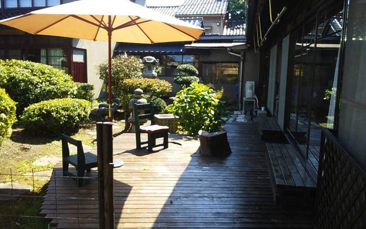 富山ゲストハウス京町の宿の庭