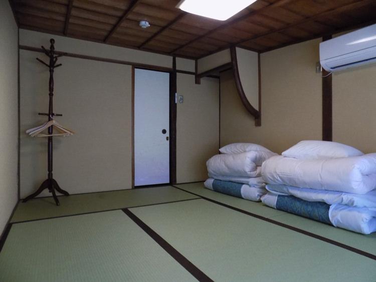ホステル わさび京都町家そば 共有ルームの廊下の宿泊部屋