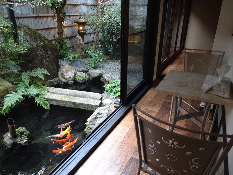 ホステル わさび京都町家そば 共有ルームの廊下の縁側