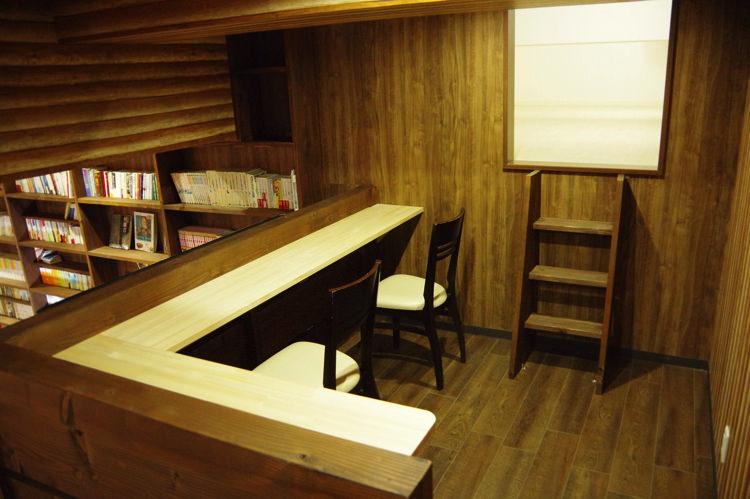 ゲストハウスわさび大阪 Bed and Libraryのカウンター席